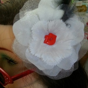 White Passion Kiss Fascinator
